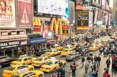 Taxicabs και κυκλοφοριακή συμφόρηση στη Times Square - την πόλη της Νέας Υόρκης Στοκ φωτογραφία με δικαίωμα ελεύθερης χρήσης