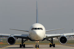 Taxiing aircraft Royalty Free Stock Photography