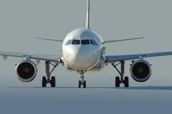 Taxiing comercial do avião de passageiros imagens de stock royalty free