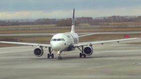 Taxiing do avião video estoque