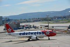Taxiing do avião dos edelvais foto de stock