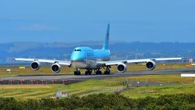 Taxiing enorme super de Korean Air Boeing 747-8i no aeroporto internacional de Auckland Fotografia de Stock