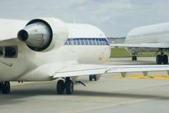 taxiing för flygplan Arkivbilder