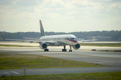 taxiing för trafikflygplanframdel arkivbild