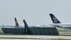Taxiing plano de Singapura Airbus A380 no aeroporto de Francoforte, FRA