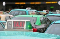 Taxis à l'aéroport Photos stock