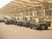 Taxis à l'aéroport de Delhi images libres de droits