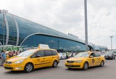 Taxis à l'aéroport de Domodedovo, Moscou Photographie stock