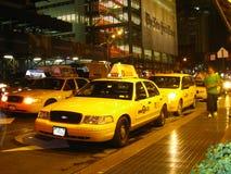 Taxis à l'extérieur du bâtiment de New York Times Photo stock