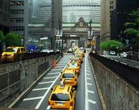 Taxis στο μεγάλο κεντρικό τερματικό στοκ εικόνα