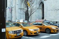 Taxis amarillos de Nueva York imagenes de archivo