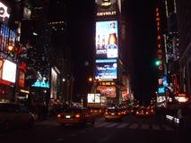 Taxis amarillos en el Times Square, Nueva York Fotos de archivo