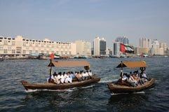 Taxis de Abra en Dubai Creek imagenes de archivo