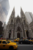 Taxis in front of St. Patricks Cathedral on Fifth Avenue, Manhattan Stock Photography