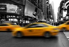 Taxis in het uit het stadscentrum meeslepen van Manhattan Royalty-vrije Stock Fotografie