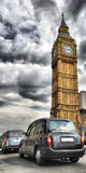 Taxis in Londen en de Big Ben Royalty-vrije Stock Foto