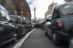 Taxis protestant contre Uber photographie stock