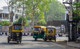 Taxis Tuk tuk που οργανώνονται Ινδία στην οδό στο Jodhpur, στοκ φωτογραφίες με δικαίωμα ελεύθερης χρήσης