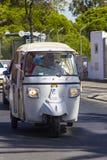 Taxis Tuk Tuk στο δρόμο σε Albuferia στο πορτογαλικό Αλγκάρβε στοκ εικόνα