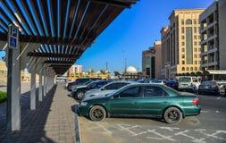 Taxistand in Dubai in die Stadt lizenzfreies stockbild