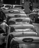 Taxistand in Schwarzweiss Stockbild