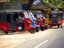 Taxistand am Straßenrand Stockfotografie