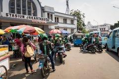 Taxistas de la moto en Jakarta, Indonesia Imágenes de archivo libres de regalías
