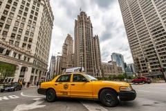 Taxitaxi i i stadens centrum Chicago Royaltyfri Bild