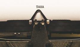 Taxus, texto portugués para el impuesto sobre el tipo escritor a partir de 1920 s del vintage Fotos de archivo libres de regalías
