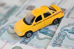Taxy und russische Rubel Stockbild