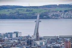 Tay ή εμπρός οδική γέφυρα από το νόμο Dundee Σκωτία του Dundee στοκ εικόνα με δικαίωμα ελεύθερης χρήσης