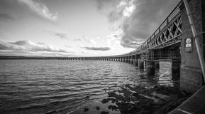 Tay Rail Bridge à Dundee Photographie stock libre de droits