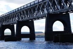 Tay Road Bridge em Dundee fotografia de stock
