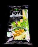 Taylor Farms Asiago Kale Chopped sats fotografering för bildbyråer