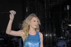 Taylor Swift arm raised Royalty Free Stock Photos