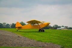 Taylorcraft L-2 Avions de reconnaissance américains dans la deuxième guerre mondiale Jaune peint pour l'exposition photo libre de droits