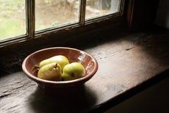 Tazón de fuente antiguo de peras Imagen de archivo