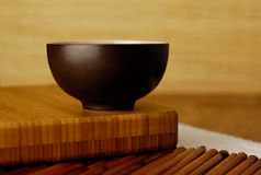 Tazón de fuente con el bambú Fotos de archivo libres de regalías