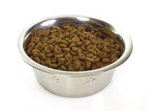 Tazón de fuente con la comida para gatos Fotos de archivo libres de regalías