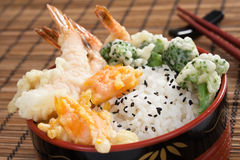Tazón de fuente de arroz del Tempura del camarón Imagen de archivo