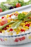 Tazón de fuente de arroz orgánico con el mangetout imágenes de archivo libres de regalías