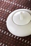 Tazón de fuente de azúcar blanco en Placemat Fotografía de archivo libre de regalías