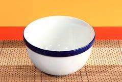 Tazón de fuente de cerámica blanco vacío Foto de archivo libre de regalías