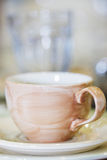 Tazón de fuente de cerámica de Brown Fotos de archivo