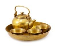 Tazón de fuente de cobre amarillo aislado Fotografía de archivo