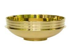 Tazón de fuente de cobre amarillo de la India aislada Imagenes de archivo
