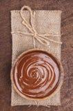 Tazón de fuente de crema del chocolate Imagenes de archivo