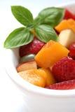 Tazón de fuente de ensalada de fruta fotos de archivo