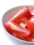 Tazón de fuente de ensalada de los tomates Foto de archivo libre de regalías