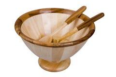 Tazón de fuente de ensalada de madera con los utensilios foto de archivo libre de regalías